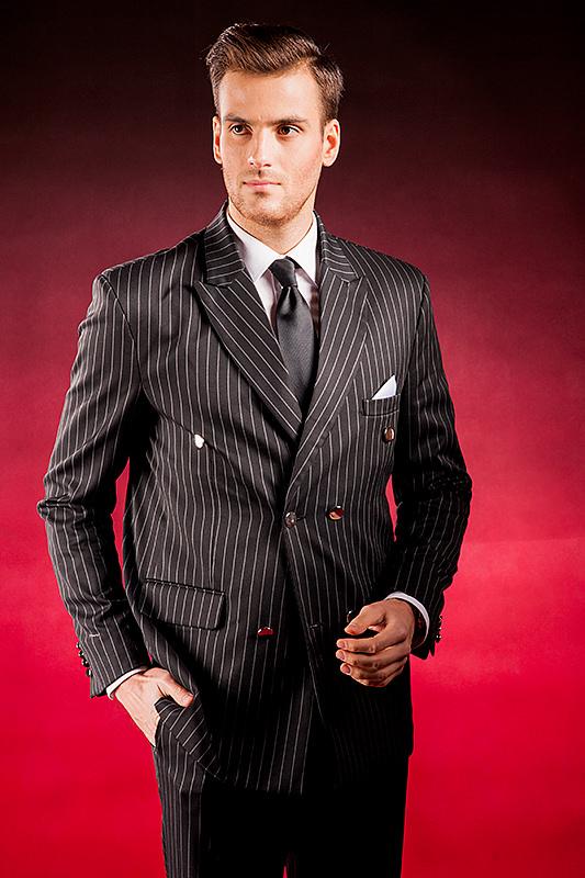 e4d936ee29339 Černý pánský oblek s bílými proužky, který ušijeme speciálně pro ...