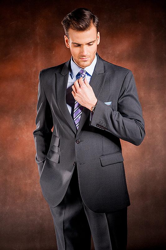 9523160a9f857 Ocelově šedý pánský oblek, který ušijeme speciálně pro Tebe! | M&M SUITS